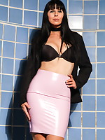 Showing a touch of elegance in my nice latex skirt | DesyraNoir.com